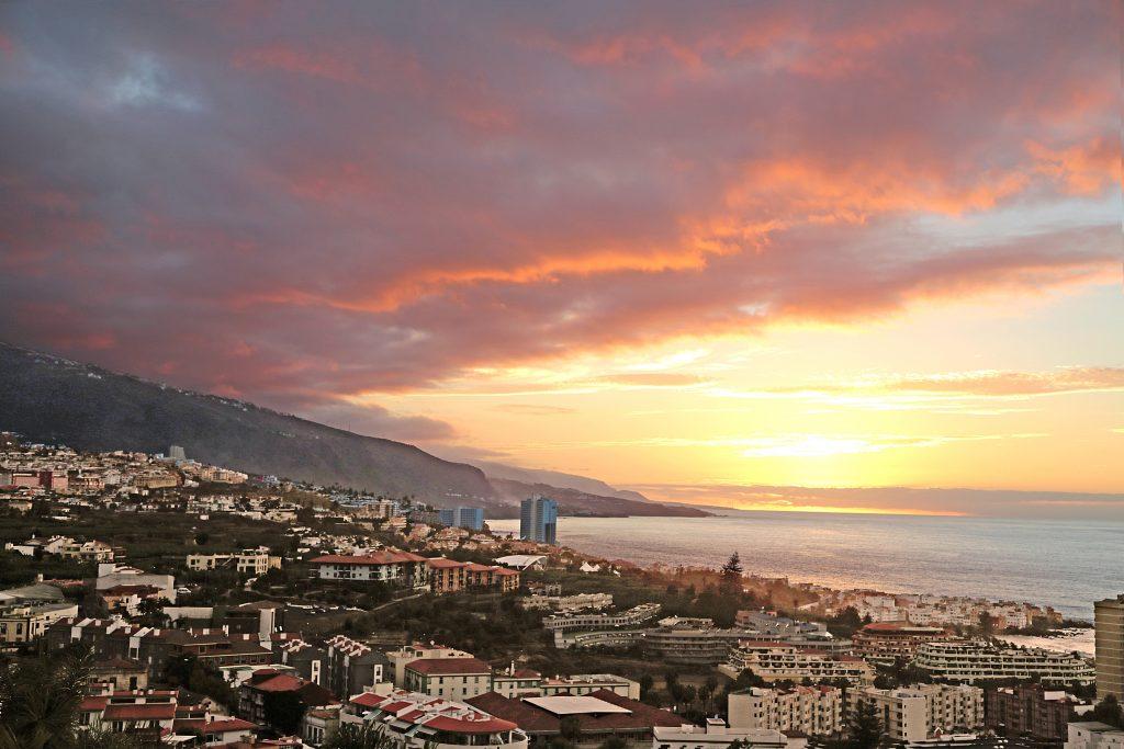 puesta del sol sobre Tenerife