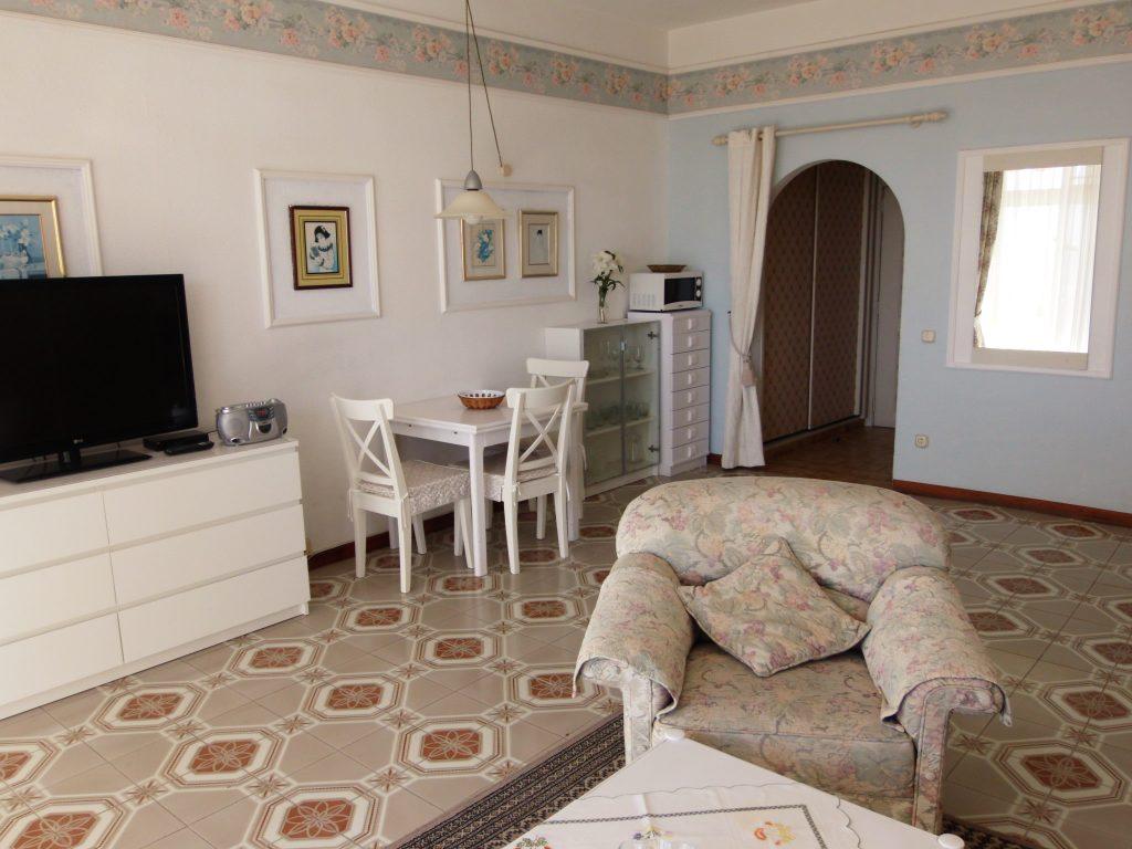salón apartamento con vistas al mar